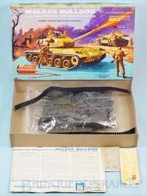 1. Brinquedos antigos - Renwal - Tanque de Guerra Walker Bulldog Década de 1960