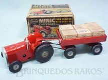 1. Brinquedos antigos - Tri Ang Minic - Trator Agrícola com Carreta e 6 Caixas de madeira 18,00 cm de comprimento Farm Tractor With Trailer Minic Década de 1950