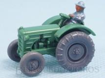 1. Brinquedos antigos - Wiking - Trator agrícola Massey Ferguson com tratorista de plástico marmorizado Década de 1960