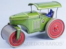 1. Brinquedos antigos - Metalma - Trator Rolo Compactador com 21,00 cm de comprimento Movimento de vai e vem Apresenta na frente o logotipo da Fábrica Alemã Tippco Década de 1960