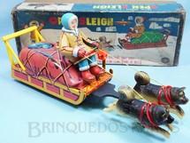 1. Brinquedos antigos - Modern Toys e Masudaya Toys - Trenó de Esquimó Open Sleigh com 39,00 cm de comprimento Ano 1967