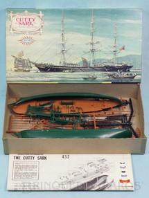 1. Brinquedos antigos - Aurora - Veleiro Cutty Sark com 33,00 cm de comprimento Caixa dura Década de 1960