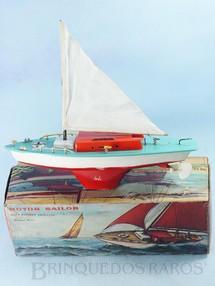 1. Brinquedos antigos - Sem identificação - Veleiro Motor Sailor com motor à pilha Mastro com 27,00 cm de altura Década de 1970