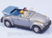 1. Brinquedos antigos - Wiking - Volkswagen Sedan 1300 conversível com duas figuras Década de 1980