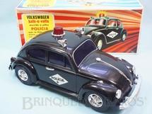 1. Brinquedos antigos - Estrela - Volkswagen Sedan com 26,00 cm de comprimento Versão Polícia Sistema Bate e Volta Anos 1976 a 1984