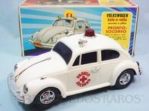 1. Brinquedos antigos - Estrela - Volkswagen Sedan com 26,00 cm de comprimento Versão Pronto Socorro adesivo vermelho Sistema Bate e Volta Anos 1976 a 1980