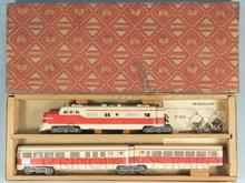 Brinquedo antigo Marklin Conjunto Automotriz com Locomotiva Elétrica e dois carros de passageiros Protótipo inexistente linhas da locomotiva diesel PA americana Fabricado para o Mercado Americano e Alemão Número ST800 Classificação Koll