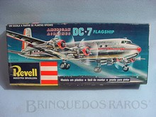 Brinquedos antigos -  - Caixa do Kit do Avião Douglas DC 7 American Airlines Fabricado pela Revell Brasil Década de 1970