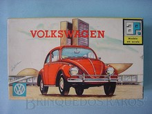 Brinquedos antigos -  - Caixa do Kit do Volkswagen Sedan fabricado pela Atma Brasil na década de 1960 Cenário Brasília a nova capital do Brasil