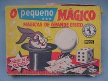 Brinquedos antigos -  - Caixa do Conjunto de Mágicas O Pequeno Mágico Fabricado pela Guaporé Brasil na década de 1960 Trabalho assinado pelo Artista Kraus