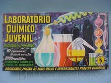 Brinquedos antigos -  - Caixa do Conjunto Laboratório Químico Juvenil fabricada na Década de 1970 pela Guaporé Brasil Trabalho assinado pelo artista Kraus