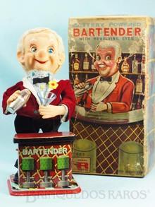 Brinquedos antigos -  - Automato Bartender com Coqueteleira 26,00 cm de altura Fabricado pela Modern Toys no Japão na Década de 1960 com motor à pilha apresenta roupa de tecido Movimenta os braços os olhos a boca e acende o nariz ao beber