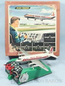 Brinquedos antigos -  - Avião Viscount com 29,00 cm de envergadura fabricado Biller Alemanha em lata e plástico Movido à pilha o painel de Instrumentos executa os procedimentos básicos de decolagem e aterrisagem Ano 1950