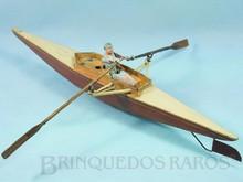 Brinquedos antigos -  - Barco a remo com remador 52,00 cm de comprimento Fabricante não identificado utiliza lata metal e madeira Seu motor à corda movimenta o remador e os remos movendo o barco na água Década de 1920