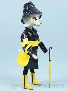 Brinquedo antigo Boneca Peteena vestindo o Conjunto Slicker Set para sair na chuva Ano 1966