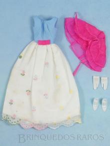Brinquedo antigo Conjunto completo First Formal com 4 itens Destaque para o vestido com delicadas Rosas bordadas a mão Anos 1966 a 1967
