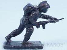 Brinquedo antigo Cópia de segunda linha do Soldado avançando com Fuzil injetado na cor preta
