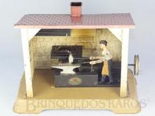 Brinquedos antigos -  - Ferreiro martelando na Bigorna fabricado pela Doll Alemanha na década de 1920. Brinquedo movido por uma Caldeira à Vapor