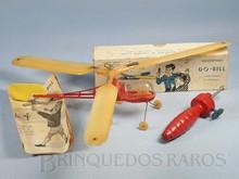 Brinquedos antigos -  - Helicóptero Do-Bill com 21,00 cm de comprimento Fabricado pela Djalma de Oliveira Brasil em plástico rígido Movido à elástico apresenta um sistema que altera o passo da hélice de acordo com o aumento das rotações Década de 1960
