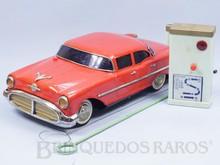 Brinquedos antigos -  - Oldsmobile 88 Sedan Quatro Portas 1956 com 36,00 cm de comprimento fabricado pela Masudaya Japão em lata Primeiro Brinquedo rádio controlado do mundo Série Radicon Década de 1950