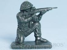 Brinquedo antigo Soldado Toddy ajoelhado atirando com fuzil numerado 11