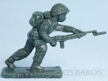 Brinquedo antigo Soldado Toddy avançando com fuzil Numerado 12