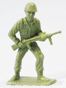 Brinquedo antigo Soldado de pé avançando com Metralhadora fabricado pela MPC americana Figura Matriz do Soldado Toddy numero 2