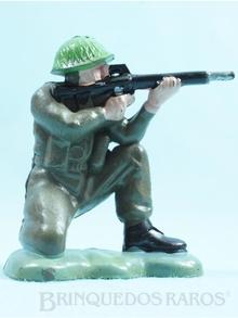 Brinquedo antigo Soldado inglês ajoelhado atirando com fuzil Figura matriz do soldado Toddy numero 11