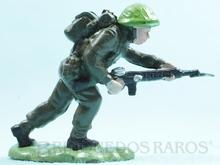 Brinquedo antigo Soldado inglês avançando com Fuzil fabricado pela Britains Figura matriz do Soldado Toddy número 12
