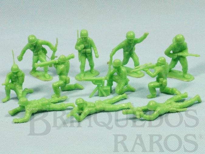 Brinquedo antigo Conjunto com 11 Soldados de plástico verde claro Década de 1960
