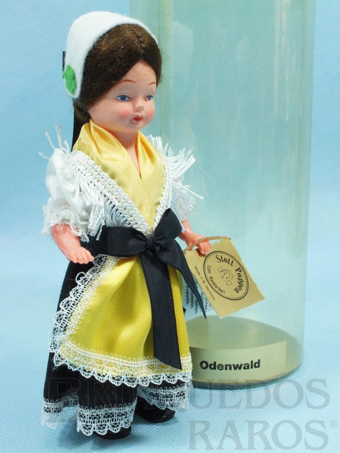 Brinquedo antigo Boneca com traje típico da Região de Odenwald Alemanha 16,00 cm de altura Década de 1980