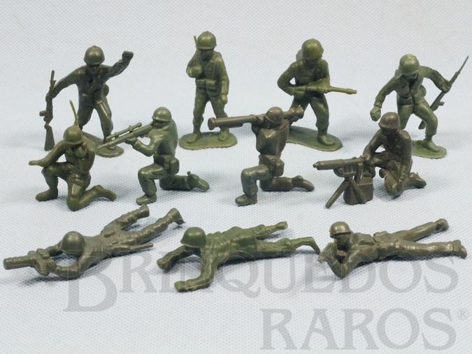 Brinquedo antigo Conjunto com 11 Soldados de plástico verde escuro Década de 1970