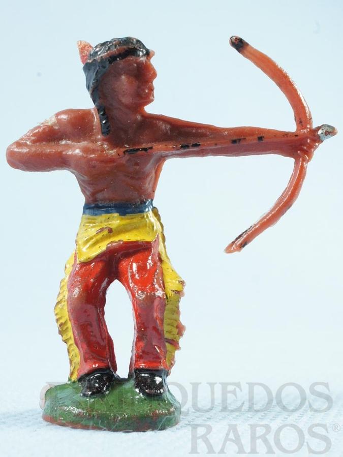 Brinquedo antigo Índio de pé atirando com arco e flecha Índio Arqueiro Casablanca numerado 6 Década de 1960