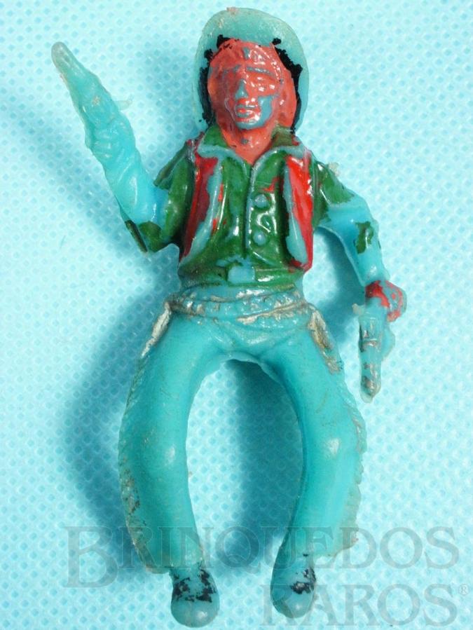 Brinquedo antigo Cowboy montado a cavalo com dois revolveres Pl�stico azul pintado D�cada de 1960