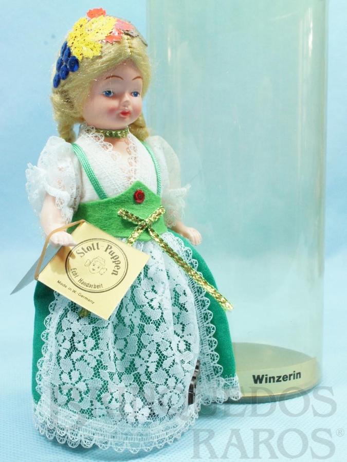 Brinquedo antigo Boneca com traje de Colheita de Uvas Alemanha 16,00 cm de altura Década de 1980