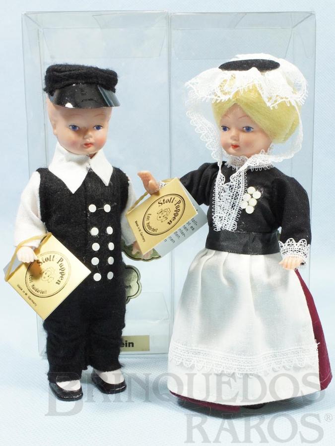 Brinquedo antigo Casal de Bonecos com traje típico da Região de Ostholstein Alemanha 16,00 cm de altura Década de 1980