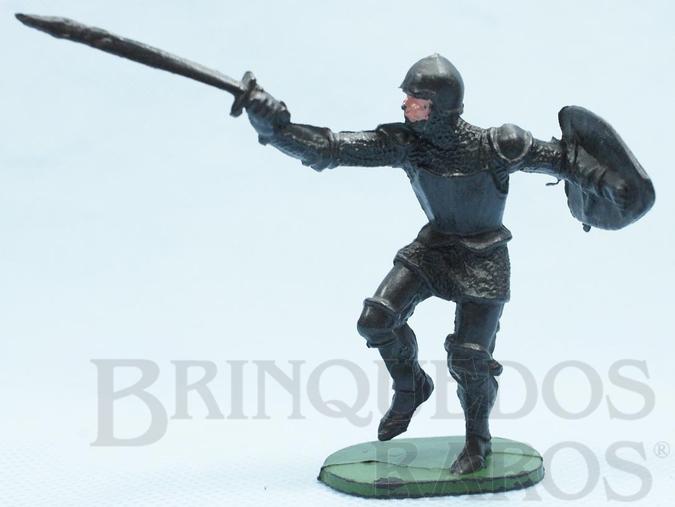 Brinquedo antigo Soldado medieval com Escudo e Espada plástico preto Cópia Elastolin Série Os Cavaleiros do Rei Arthur Ano 1977