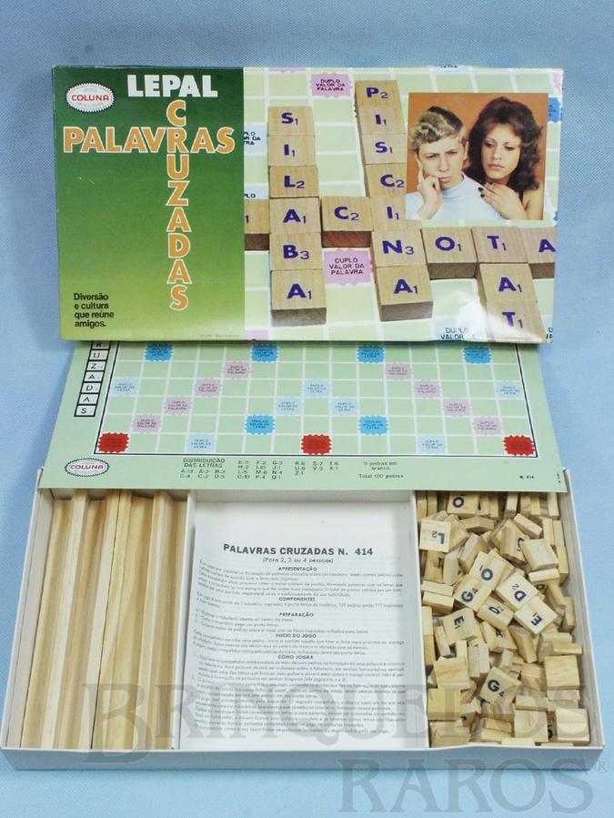 Brinquedo antigo Jogo Palavras Cruzadas completo com 120 pedras de madeira Década de 1980