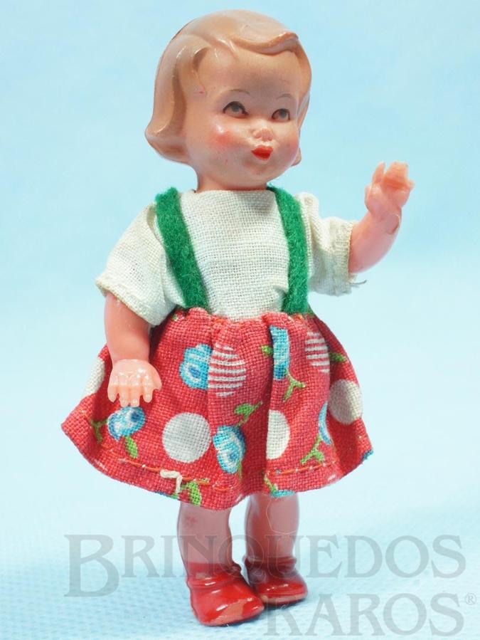 Brinquedo antigo Boneca com 8,00 cm de altura Olhos pintados e Roupa de tecido Década de 1950