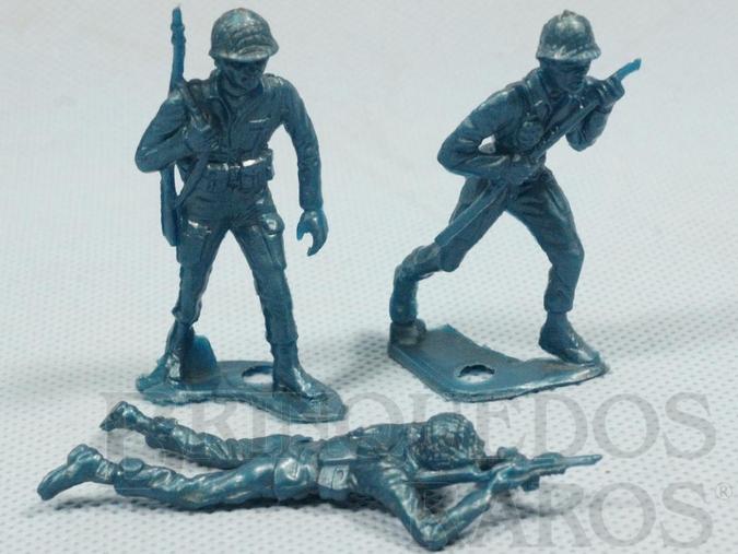 Brinquedo antigo Conjunto de tres soldados americanos de plástico azul Década de 1960