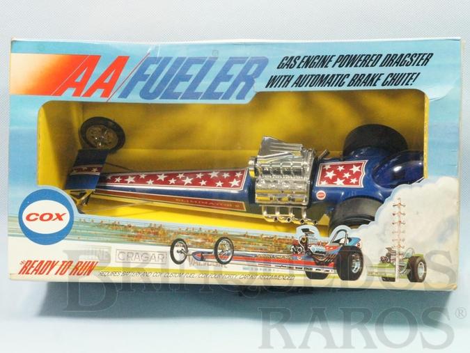 Brinquedo antigo Dragster Eliminator II com 35,00 cm de comprimento Motor a Gasolina no final do percurso aciona o Para-quedas automaticamente Década de 1970 Caixa Lacrada