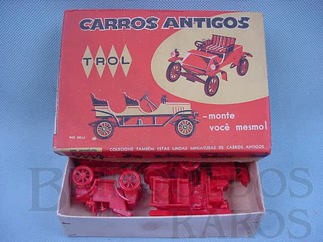 Brinquedo antigo Conjunto com cinco carros diversos Carros antigos Caixa vermelha