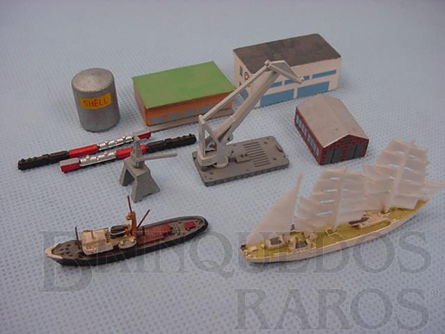 Brinquedo antigo Porto completo com dois navios