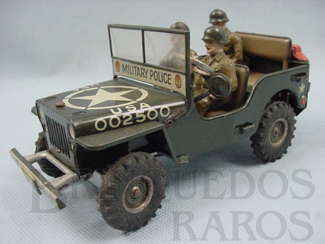 Brinquedo antigo Jeep Willys da Força de Ocupação com três soldados de Composition Made in US Zone Década de 1950
