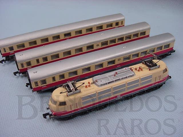 Brinquedo antigo Conjunto de locomotiva e três Carros de Passageiros BB Década de 1980