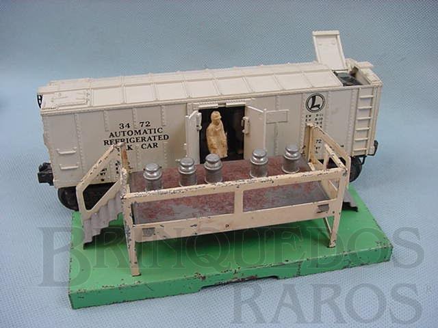 Brinquedo antigo Vagão 3472 Automatic Milk Car completo com estação Ano 1949