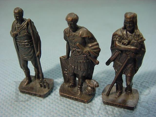 Brinquedo antigo Conjuinto de tres Soldados Romanos Kinder Ovo