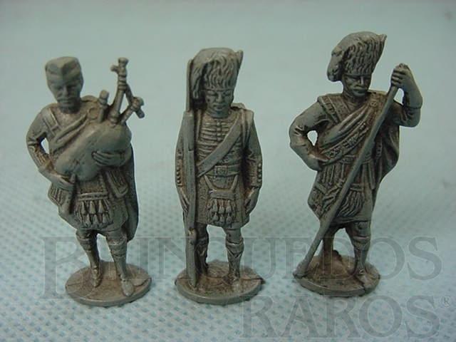Brinquedo antigo Conjunto de tres Soldados Hightlanders Kinder Ovo
