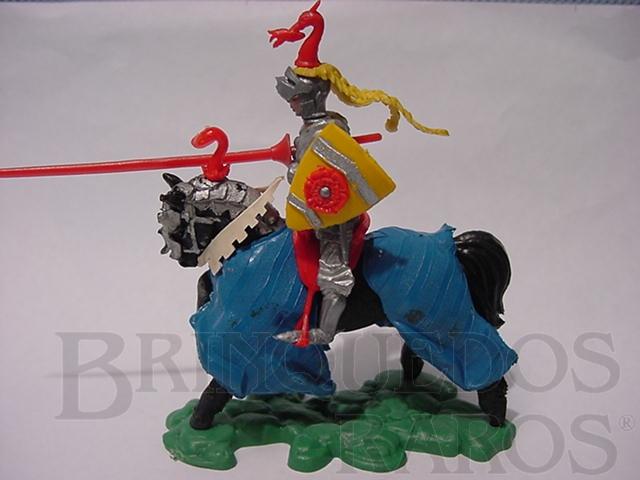 Brinquedo antigo Cavaleiro Medieval com lança e escudo Série Swoppet Posição de Carga Perfeito estado