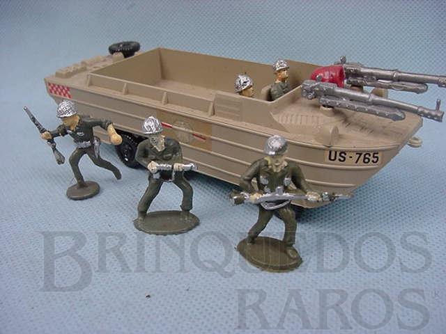Brinquedo antigo Lancha de Desembarque com cinco soldados Década de 1960